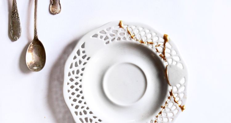 Kintsugi restoring objects with gold